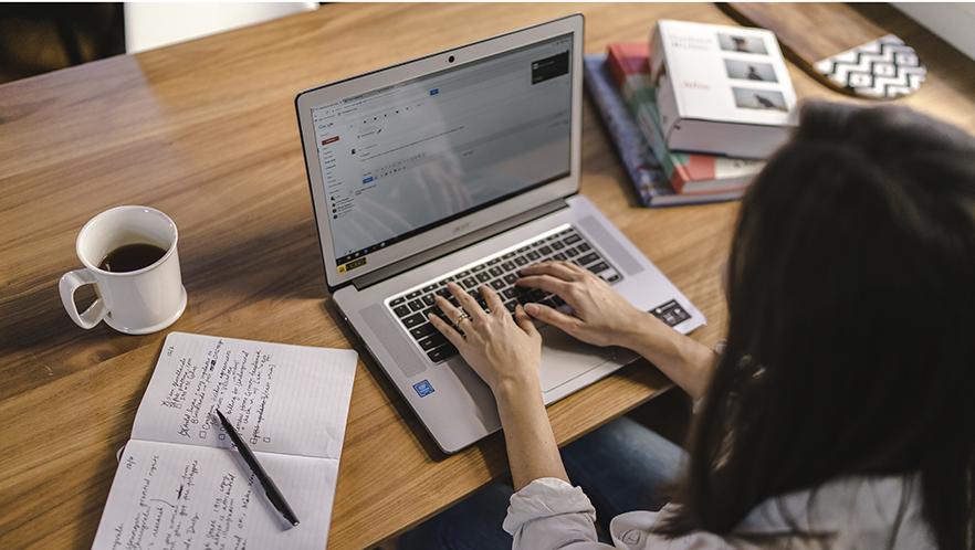 Dept6_Google_Chromebook_6295998_woman_working_online.psd