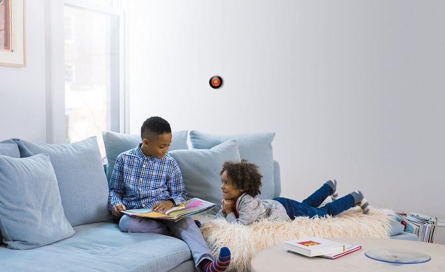 image_enUS_NLT3_Children_on_Blue_Couch_v2